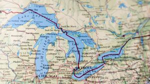 Which States and Provinces Border the Great Lakes?