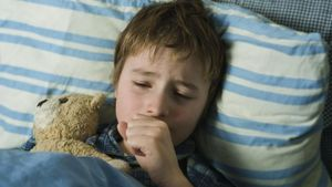 How do you stop a cough or cold using natural home remedies?
