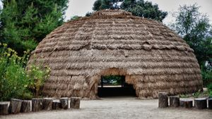 What type of shelter did the Chumash Indians live in?