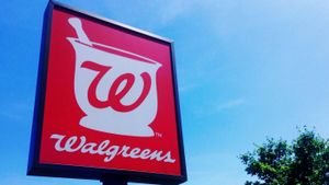 How does the Walgreens Balance Rewards Program work?