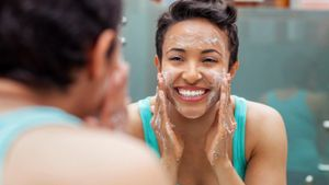 Does Washing Your Face With Castor and Olive Oil Work?