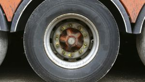 What Are the Weight Allowance Limits for a Commercial Truck Axle?