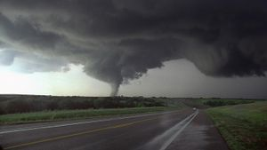What are the characteristics of a tornado?