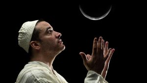 What Causes a Crescent Moon?