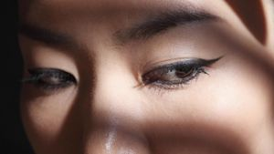 What Is the Best Eyeliner for Oily Skin?