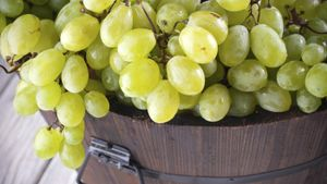 What is the nutritional value of green grapes?