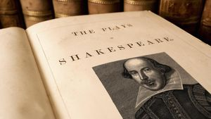 What is William Shakespeare's middle name?