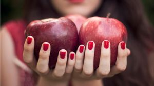 What Vitamins Strengthen Nails?