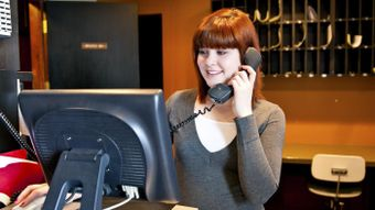 How Many Rings Should Receptionists Let the Phone Ring Before They Answer It?