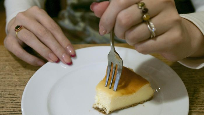 Can I eat cheesecake while pregnant?