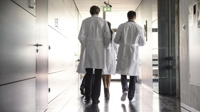 What are the names of specific types of doctors?