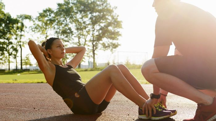 What Are the Advantages of Crunches Vs. Sit Ups?
