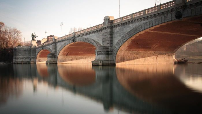 What are the advantages and disadvantages of using arch bridges?