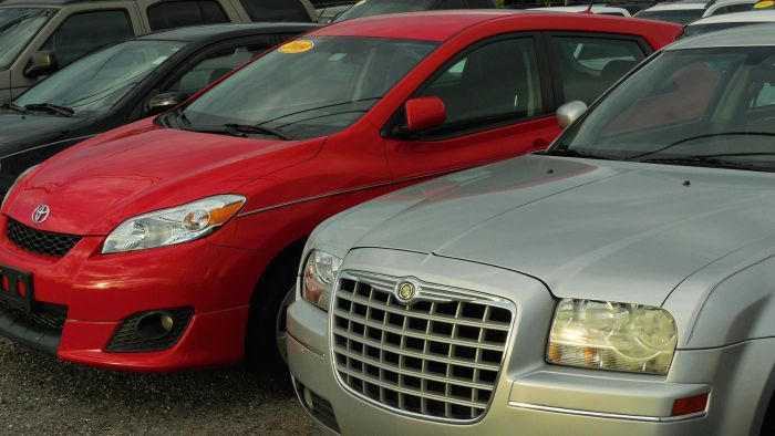 What are the advantages of purchasing a repossessed car?