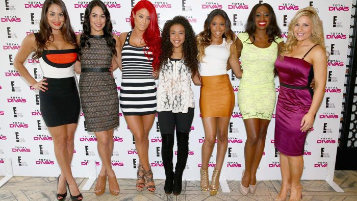 What are the ages of the WWE Divas?