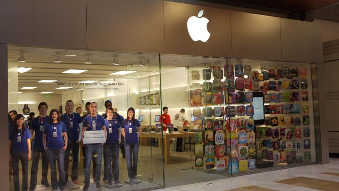What Does the Apple Retail Store Sell?