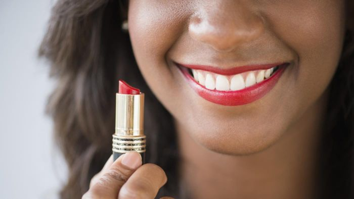How do you apply red lipstick?