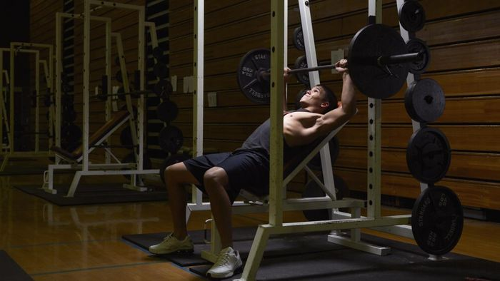 What Are the Bench Press Standards for a Teen?