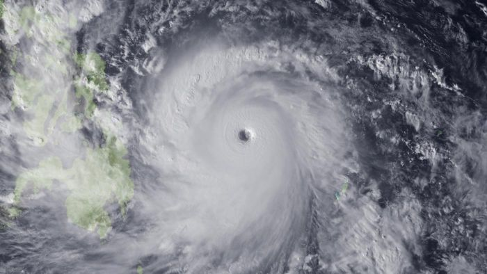 What Is the Average Size of a Hurricane's Eye?