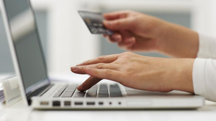 What Is the B2C Model of E-Commerce?