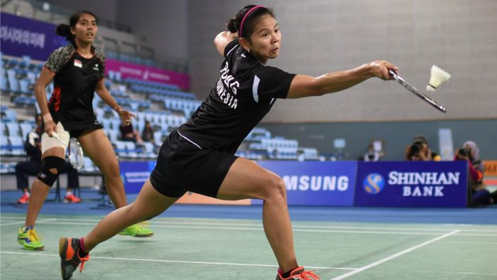 What are the basic skills in badminton?