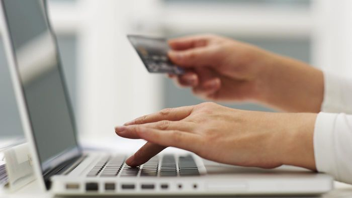 What Are the Benefits of Online Banking With Wells Fargo?