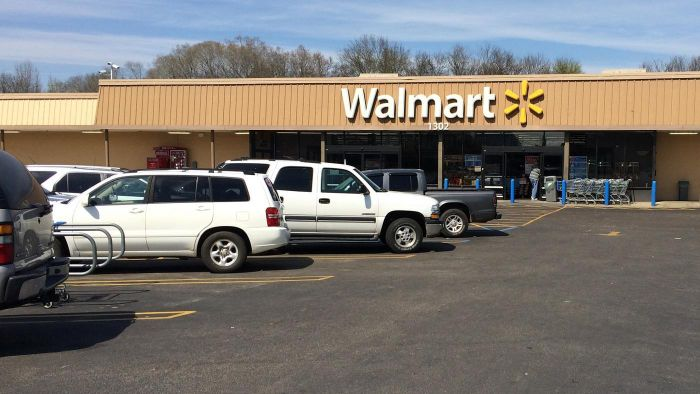 What Brands of Air Conditioners Does Walmart Carry?
