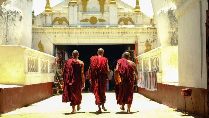 What do Buddhists wear?