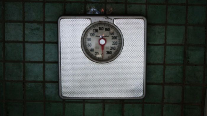 How do you calibrate a scale?