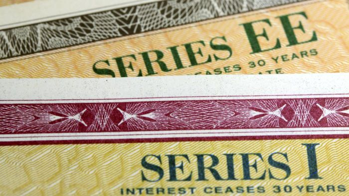 When Can You Cash in an EE Savings Bond?