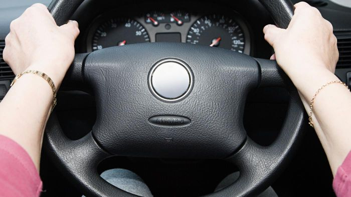 What Can Cause a Steering Wheel to Be Hard to Turn?
