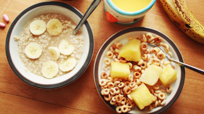 Can high fiber foods assist in preventing chronic diarrhea?