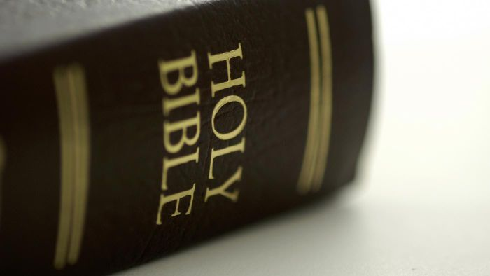 Where can you find the New King James Version of the Holy Bible online?