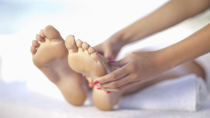 Where Can You Find Online Pictures of Rashes on the Top of the Foot?