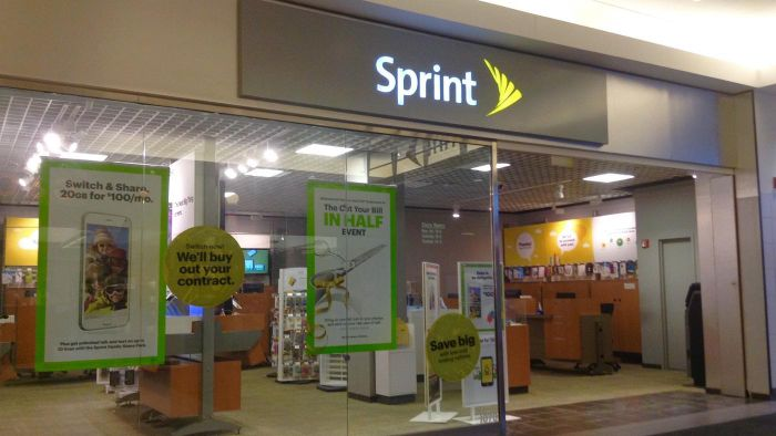 When Can You Receive a Free Cell Phone Upgrade From Sprint?
