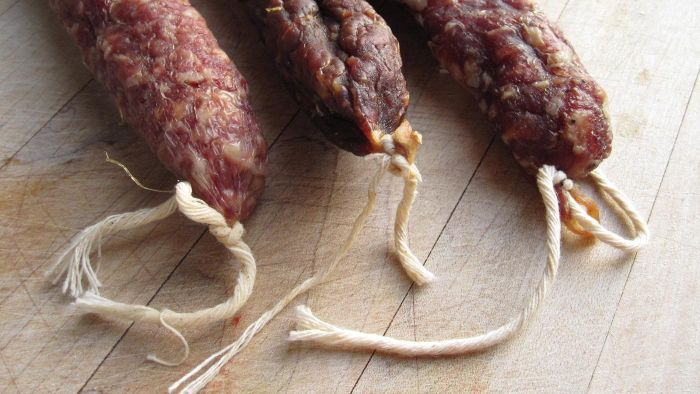 How can you tell if salami has gone bad?