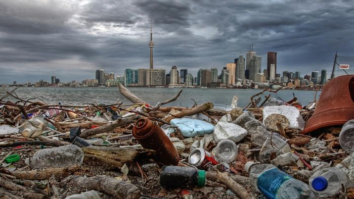 What are the causes of garbage pollution?