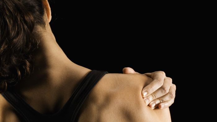 What Causes a Sharp Pain in the Right Shoulder?