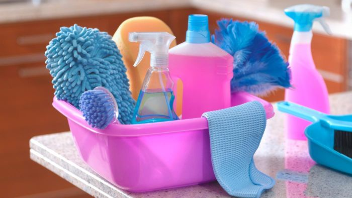 What cleaners contain ammonia?
