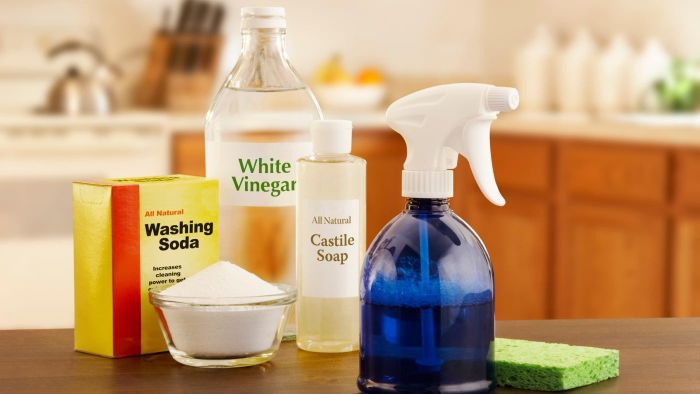 What are the cleaning uses for white vinegar?