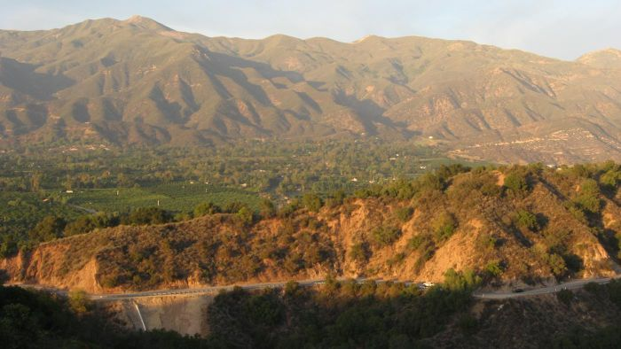 What is the climate in California's mountain region?