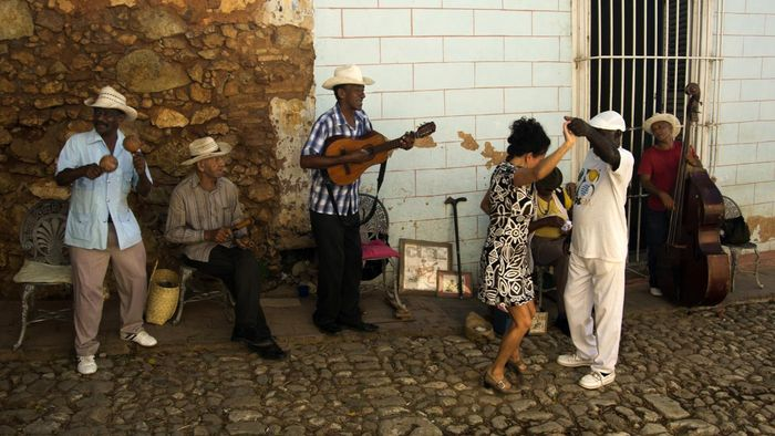 What clothing styles are worn in Cuba?