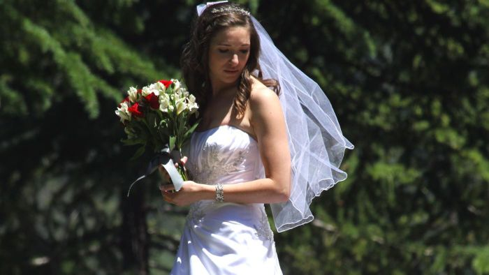 What Clothing Websites Offer Discounts for Weddings?