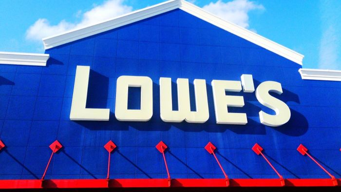What color options are there for vinyl siding through Lowe's?