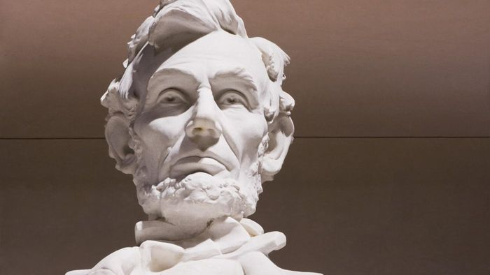 What color were Abraham Lincoln's eyes?