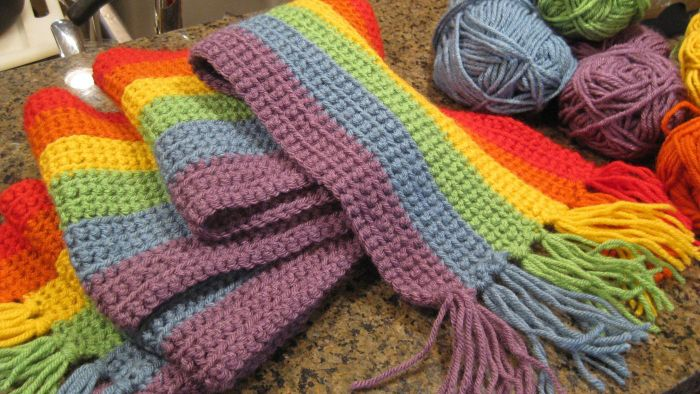 What Colors of Lion Brand Yarn Should You Use for a Shamrock Rainbow Scarf Pattern?