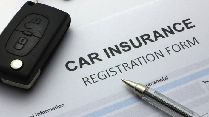 What are the Consumer Report's top picks for auto insurance providers?