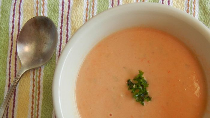 Is Cream of Tomato Soup Low in Carbohydrates?