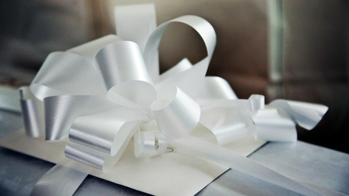 What Is a Customary Wedding Gift Dollar Amount?