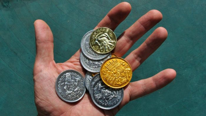 How Do You Customize Mardi Gras Doubloons or Coins?